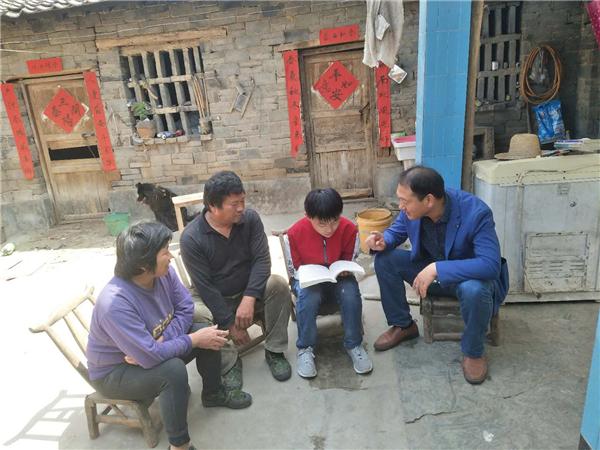 扶贫在路上,真情暖人心----内乡县赤眉一初中开展扶贫入户走访活动