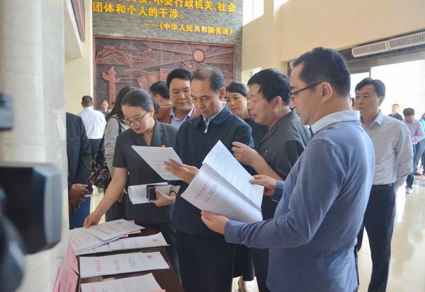 河南省高院组织19位全国及省人大代表政协委员视察新野法院工作