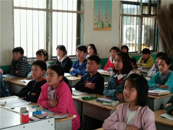 内乡岳岗小学:学习新思想,做好接班人