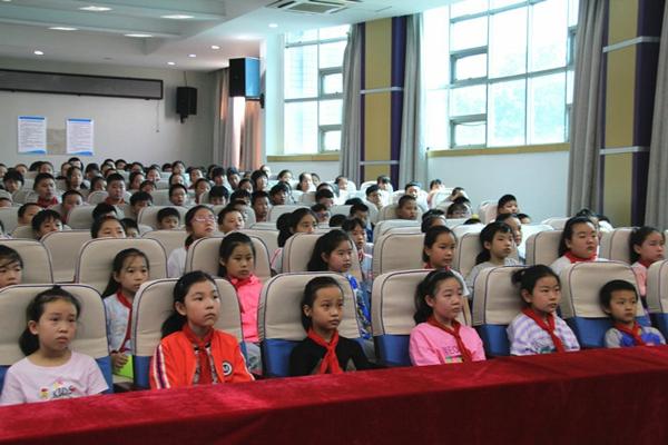 人人环保   绿色生态 ――环保知识小课堂走进郑州市中原区伏牛路小学