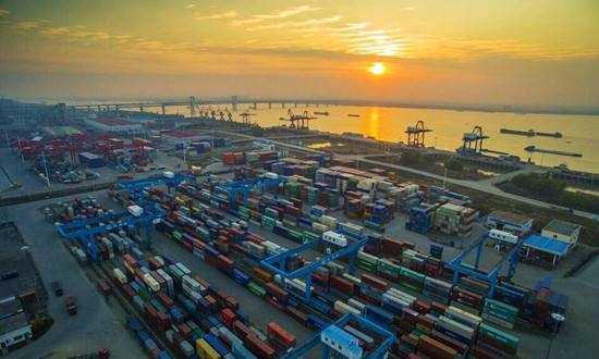商务部:1-4月我国对外直接投资2334.1亿元 同比增3.3%