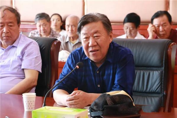 河南工业职业技术学院召开离退休老同志座谈会
