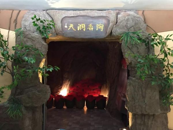 """流动的酒窖:郑州地铁5号线""""仰韶彩陶坊""""号专列启动!"""