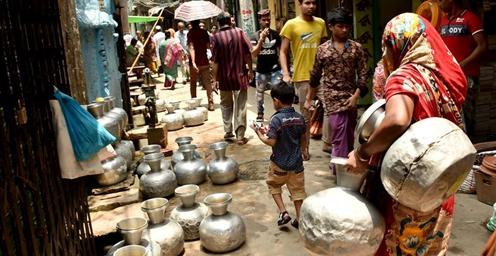 孟加拉国首都市民遭遇缺水难题