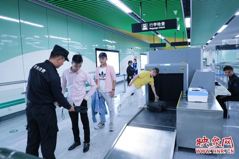 郑州地铁5号线开通首日 总客运量突破100万人次