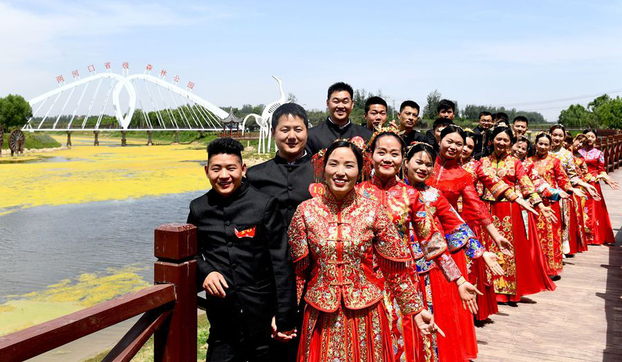 河南夏邑:零彩礼集体婚礼 倡导社会文明新风