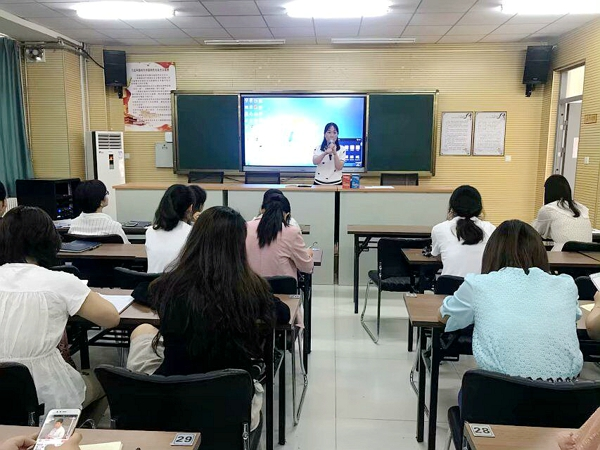郑州高新区五龙口小学开展人梯工程阶段总结暨说课展示活动
