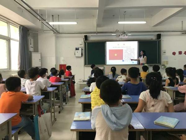 郑州高新区五龙口小学开展一年级队前教育活动