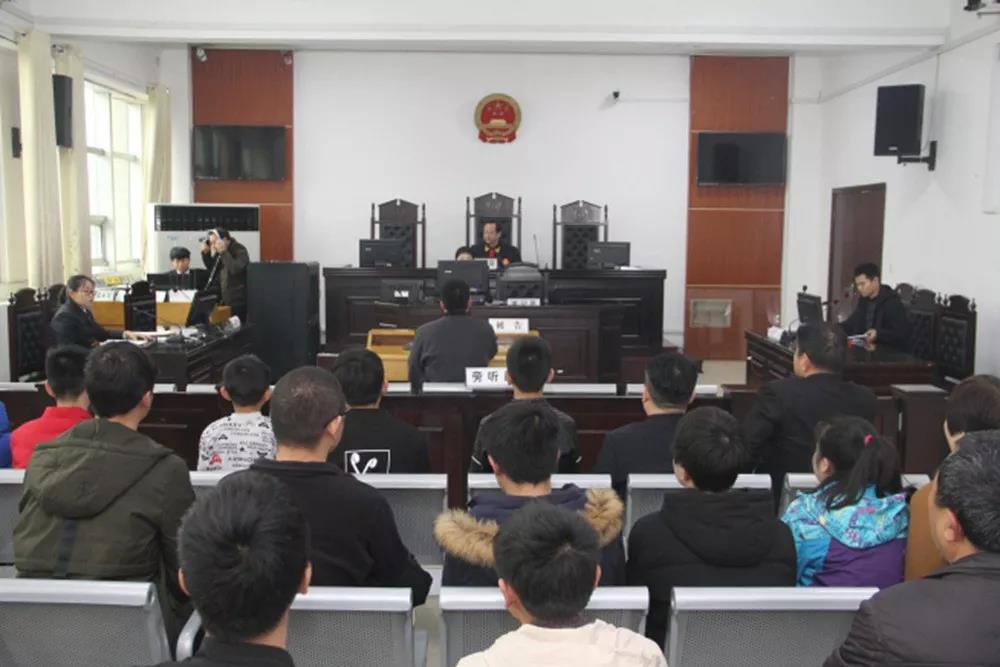 南阳法院少年审判庭维护未成年人合法权益工作纪实