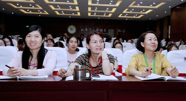 """从学科教学走向学科教育 ——记郑州高新区外国语小学""""学科教学质量测试命题""""培训"""