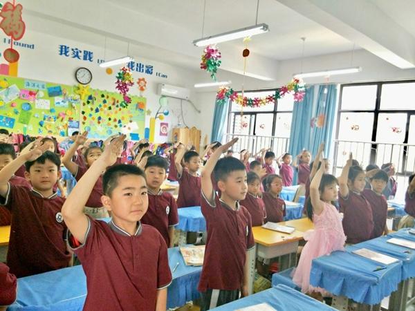 """""""做新时代好少年"""" ——郑州高新区外国语小学举行新队员入队前系列教育活动"""