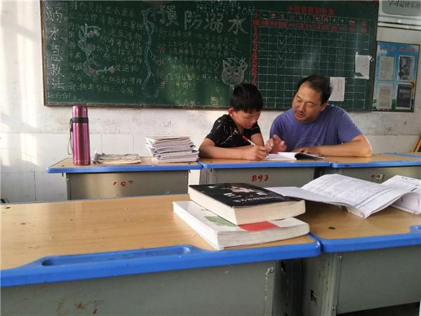 内乡县赤眉一初中:教育精准扶贫 让贫困生华丽转身