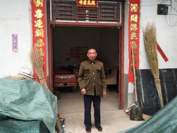 """南阳淅川:贫困户给帮扶责任人""""送温暖"""""""