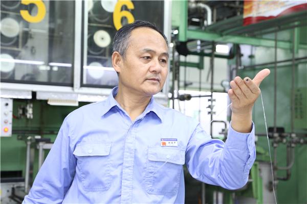 【奋进新时代 出彩河南人】张国华:37年坚守 只为做中国最好的原丝卷绕工