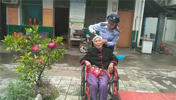 邓州公安:胜利派出所社区民警深入辖区养老院 探望并慰问孤寡老人