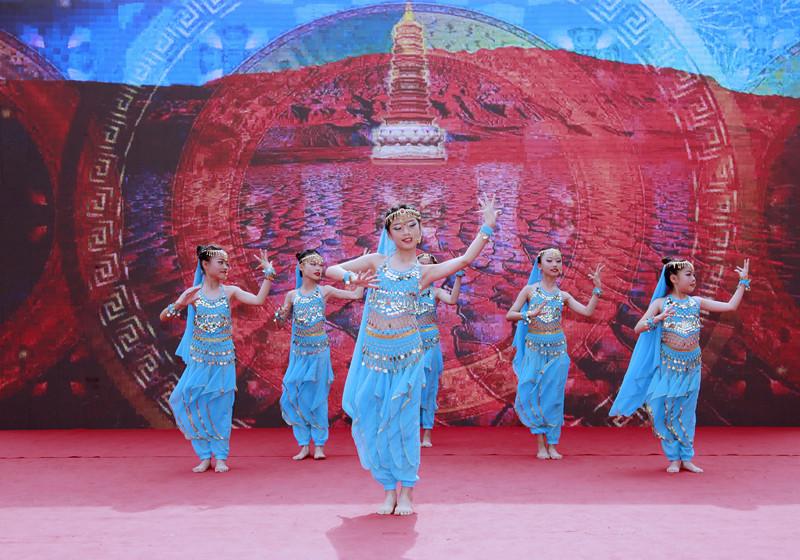 童心创未来,你我竞出彩 ——记郑州高新区外国语小学翰林校区第五届出彩文化节