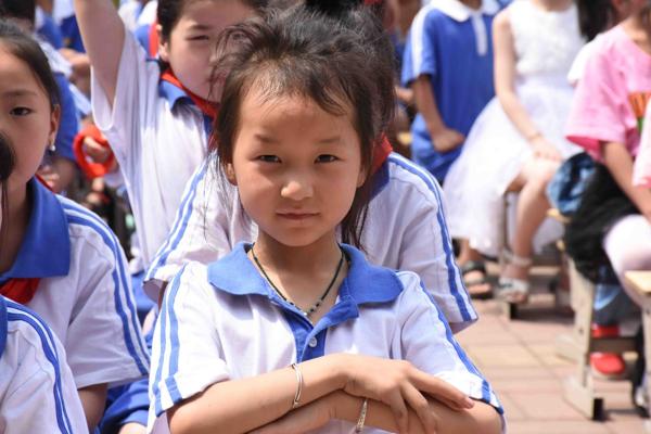百联公益为平顶山湛河区曹镇中心小学捐赠图书室