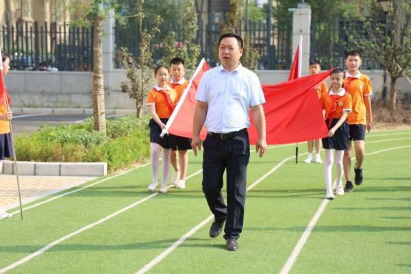 戴上红领巾 我们一起去追梦——郑州中原区新街坊小学2019新队员入队仪式