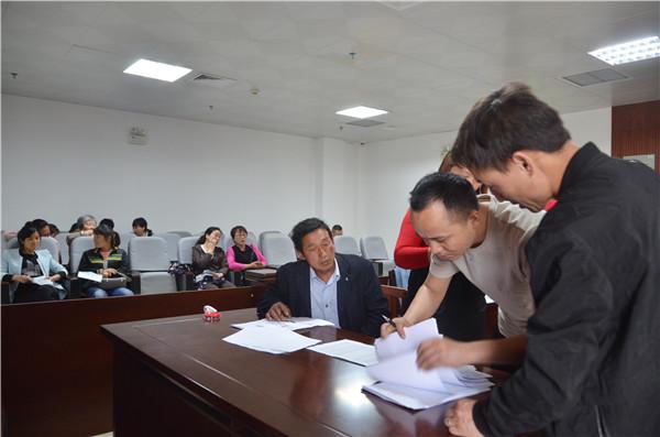 新野法院:31名户主告赢开发商 半月领到执行款