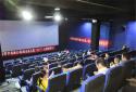 """新野县农信联社:""""六一""""节组织儿童观看电影"""