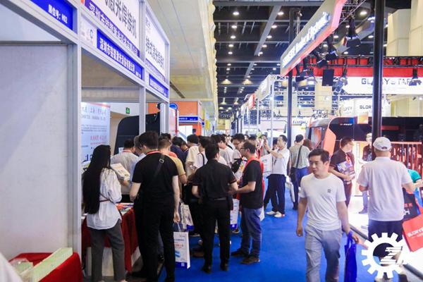 助力河南制造业转型升级!2019郑州工博会开幕首日 规模升级人潮涌动