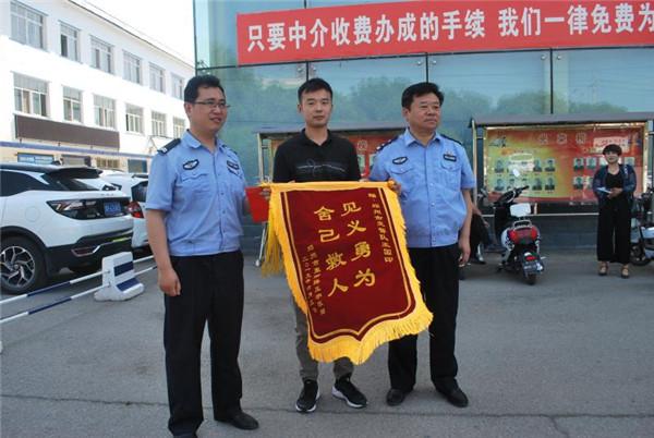 邓州公安:辅警王国印火场救人不留名