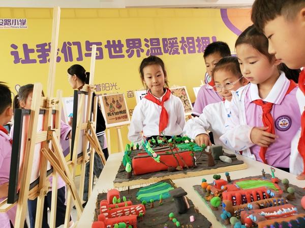 """真知、真学、真成长——郑州市建设路小学隆重举行""""暖记忆""""课程嘉年华活动"""