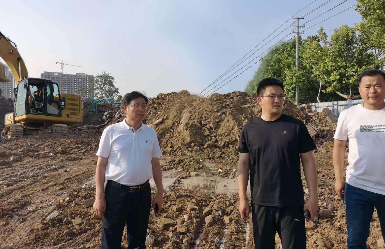 睢阳区区长栗朝举专项督导建筑垃圾清运工作