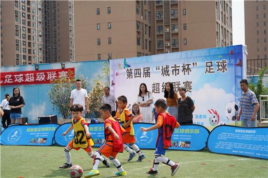 幼超足球联赛亮相郑州 中国足球小将踢出国