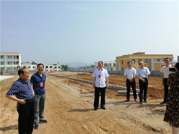 内乡县人大常委会视察余关初中体育设施建设及活动开展情况