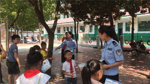邓州穰东派出所:积极开展暑期安全教育进校园活动