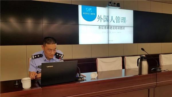 南阳市公安局出入境宗万里副处长一行到社旗开展外管业务培训