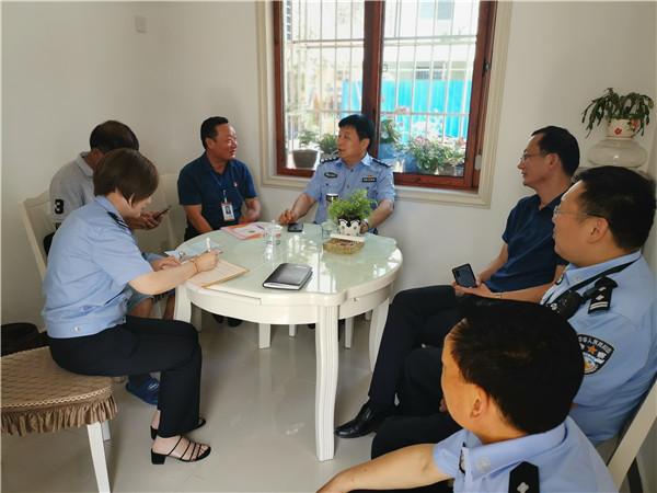 桐柏公安:杜万成局长深入社区一线座谈并实地开展入户走访工作