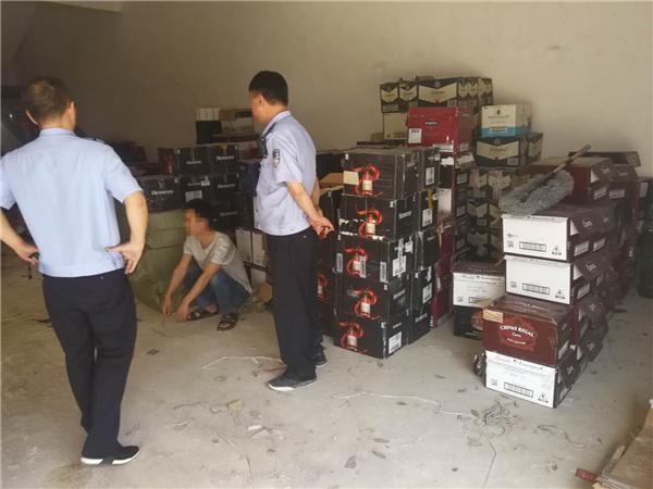 邓州:构林派出所民警捣毁一制假酒窝点 避免经济损失40万元