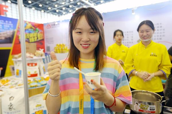 白象食品亮相第二届中国粮食交易大会 快看看有你的最爱没?