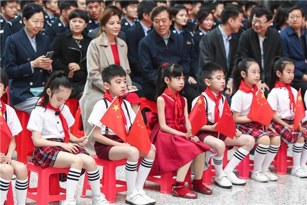 网友齐点赞!被誉为中原小姑娘的李简纯亮相中俄文化大集