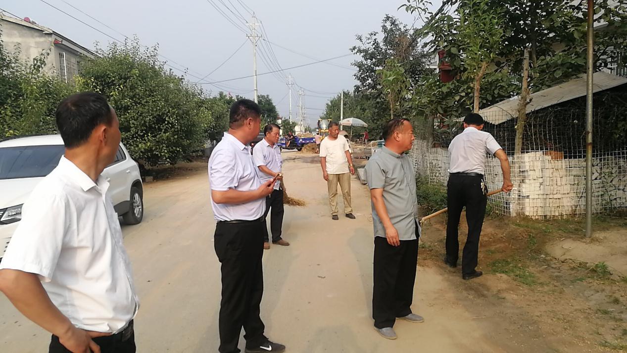 宁陵:县、镇人大代表积极投身人居环境整治