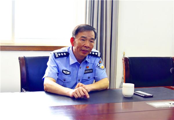 南阳市公安局党委委员王勇深入邓州检查指导出入境管理工作