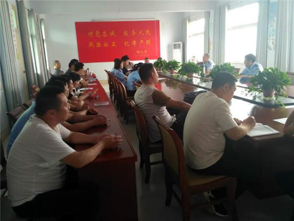 邓州胜利派出所召开社区专职走访民警培训会