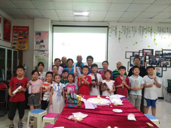 """郑州市人民路街道工人新村社区举行""""我是小小接班人""""迎七一诗词朗诵活动"""