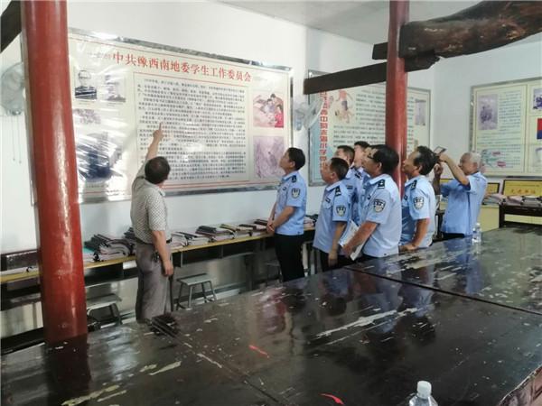 内乡赤眉派出所组织民警到红色教育基地参观学习 重温入党誓词
