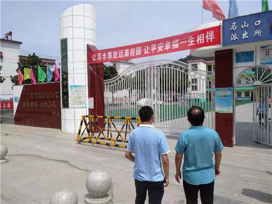 内乡马山口镇:多部门联合行动整治校园周边环境