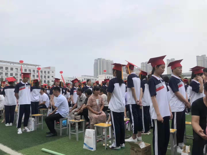 商丘中学开展2017级学生成人礼暨跑步进入高三誓师大会