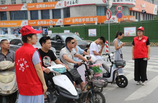 国基路街道办事处:助力城区环境提升 国基路志愿者在行动