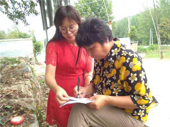 岞曲镇中心学校坚持暑期大走访 教育扶贫持续发力