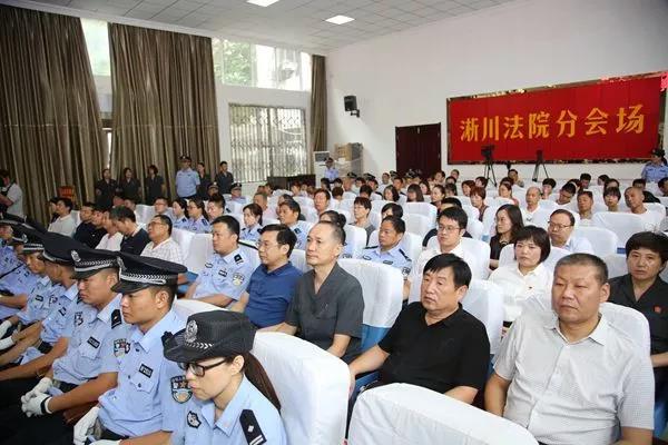 恐吓跟踪 殴打拘禁 强迫交易 淅川24人暴力讨债涉黑团伙受审