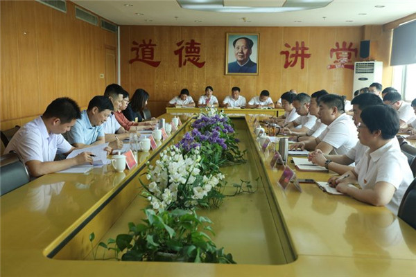 南阳银保监分局孙伟一行莅临邓州农商银行调研指导工作
