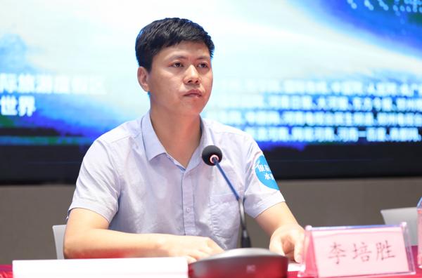 中华网河南联合蓝鲸创新成立河南首家无人机表演编队 用科技为传播赋能
