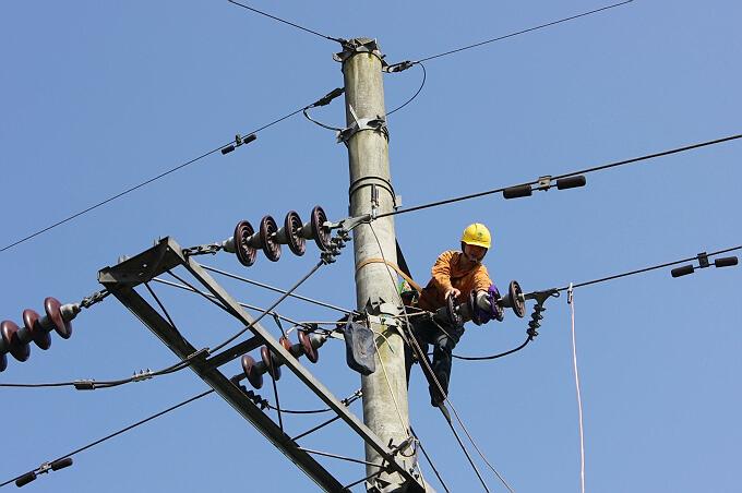 今年迎峰度夏期间 全国日发用电量的峰值将达到245亿千瓦时左右