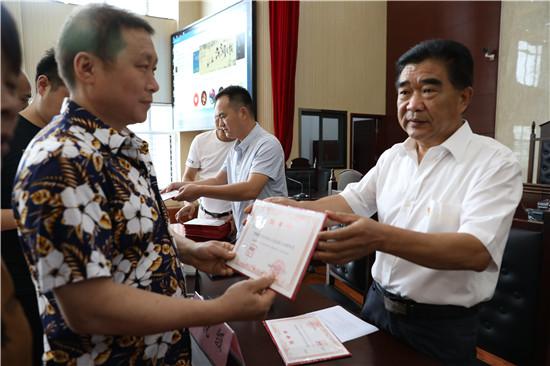内乡县组织人民陪审员公开宣誓并进行履职培训